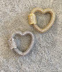 Pingente mosquetão em formato coração( ouro e Rodio)